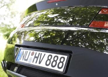 Edelstahl dezent in schwarz-glanz für Aston Martin