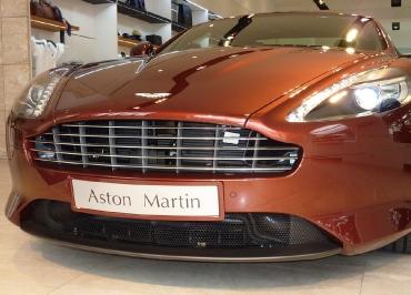 Kennzeichenhalter lackiert in Wagenfarbe für Aston Martin