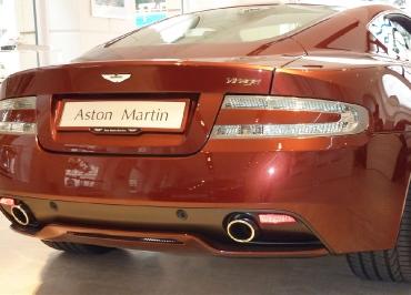 Lackierter CarSign Kennzeichenhalter mit Inlay für Aston Martin