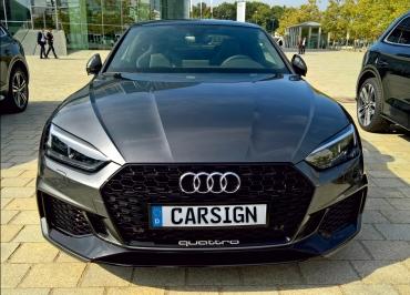 Audi RS5 Kennzeichenhalter CarSign schwarz-glanz Frontbiegung