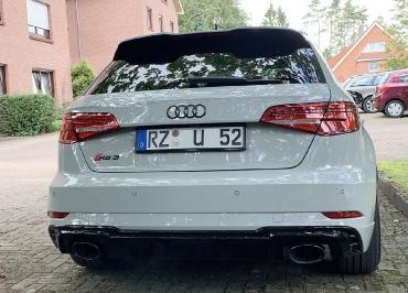 Audi RS3 Heck mit Kennzeichenhalter schwarz-glanz