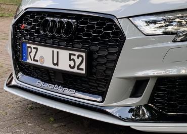 Audi RS3 mit Kennzeichenhalter schwarz-glanz