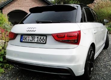 Lackierte Kennzeichenhalter in Pianolack schwarz für Audi