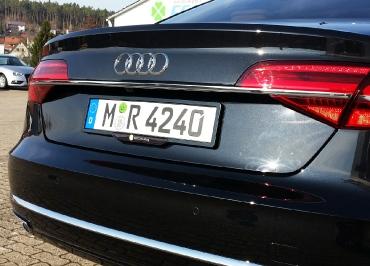 Audi A7 Kennzeichenhalter Edelstahl schwarz-glanz und Firmeninlay