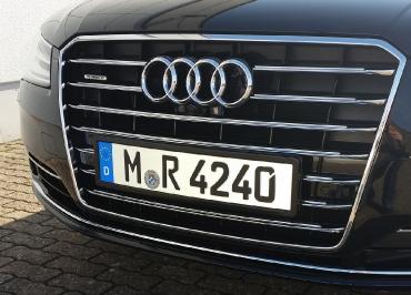 Audi A7 Kennzeichenhalterung in Edelstahl schwarz-glänzend