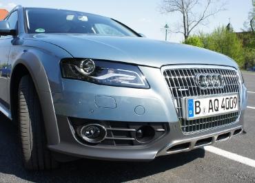 Audi A4 allroad mit CarSign Kennzeichenhalter Edelstahl gebuerstet