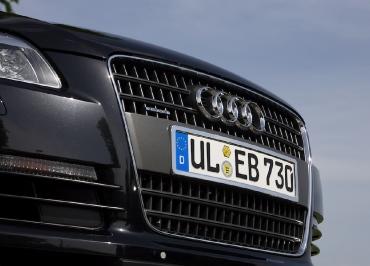 Nummernschildverstaerker für Audi Q7 in Edelstahl verchromt