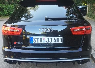 Audi RS6 mit CarSign schwarz-glanz und besonderes Inlay