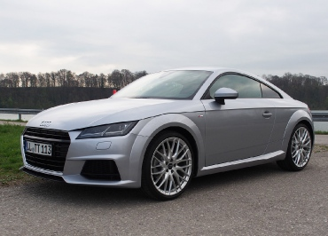 CarSign Edelstahl schwarz-glanz und aktueller Audi TT