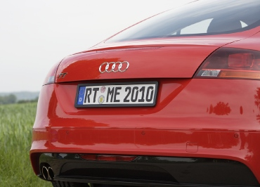 Nummernschildhalter aus Edelstahl schwarz-matt für Audi TT
