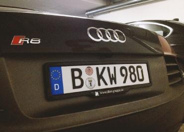 Kennzeichenhalterung in Edelstahl schwarz-matt und Inlay
