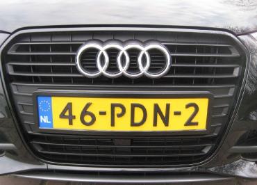 Kennzeichenhalterung Audi A1 CarSign schwarz-matt