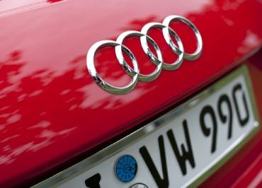 Edelstahl Chrom Kennzeichenhalter von CarSign und Audi