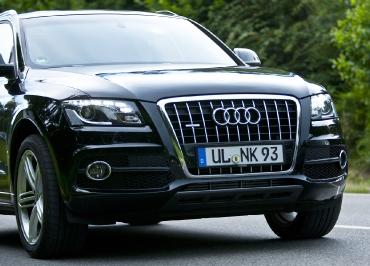 Audi Q5 Kennzeichenhalter Edelstahl schwarz.matt und Lasergravur