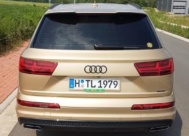 Lackierter Kennzeichenhalter für Audi Q7 in Wagenfarbe + Inlay