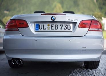 3er Cabrio von BMW mit Kennzeichenhalter Edelstahl Chrom