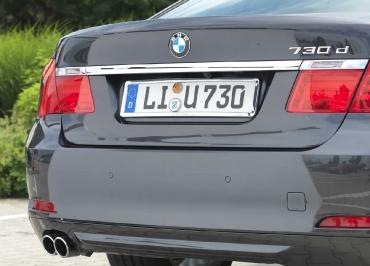 BMW 7er mit perfekter Kennzeichenhalterung Edelstahl Chrom