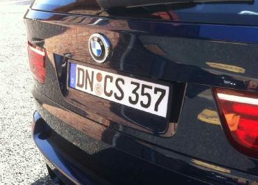 BMW 5er Kombi mit Kennzeichenhalter lackiert in Wagenfarbe