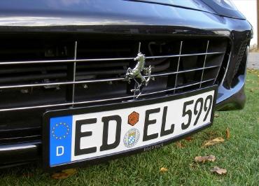 Ferrari Kennzeichenhalter Edelstahl schwarz-glanz mit Lasergravur