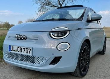 Fiat 500C e Kennzeichenhalter Premium in Wagenfarbe