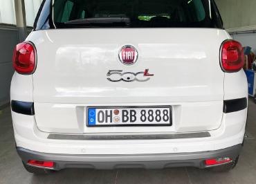 Fiat 500L mit CarSign schwarz-matt