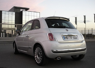 Kundenfoto: Kennzeichenverstärker FIAT 500 mit Edelstahl Chrom und leichte Heckbiegung