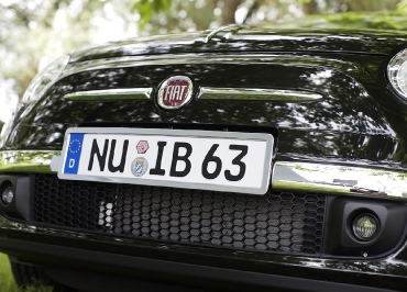 Kennzeichenhalter FIAT 500 mit Edelstahl Chrom und Frontbiegung