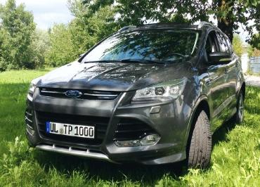 Ford Kuga mit Nummernschildhalter schwarz-glanz