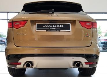Jaguar F-Pace mit CarSign Edelstahl Chrom und Händler-Inlay