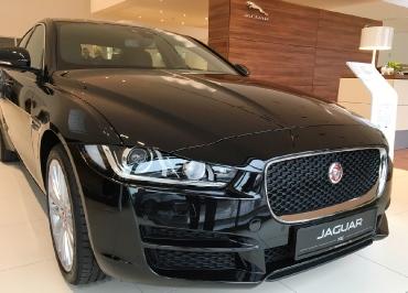 Jaguar XE Kennzeichenhalterung Edelstahl schwarz glänzend und Lasergravur