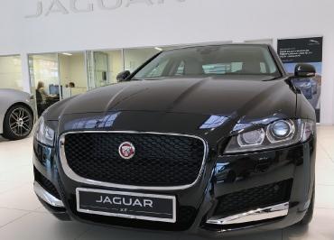 Jaguar XF mit CarSign Kennzeichenhalter Chrom