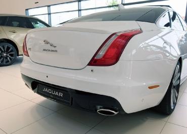 Jaguar XJ Kennzeichenhalter schwarz-glanz und Händler-Inlay