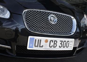 Jaguar XF Kennzeichenhalter Edelstahl Chrom mit Frontbiegung