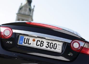Jaguar Kennzeichenhalter XK-R in Edelstahl gebuerstet Heckanpassung