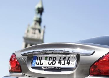Jaguar Kennzeichenhalterung Chrome und individuellen Inlay