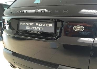 Range Rover Sport Nummernschildverstaerker in schwarz-glanz