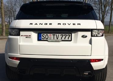 Range Rover Evoque mit Kennzeichenhalter schwarz-glanz und Inlay