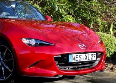 Mazda MX-5 Kennzeichenhalter Edelstahl schwarz-glanz Frontbiegung