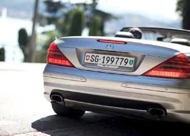 Kennzeichenhalter Schweiz Heck Mercedes SL mit Edelstahl poliert