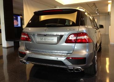 Kennzeichenhalter Mercedes-Benz M-Klasse mit Edelstahl verchromt