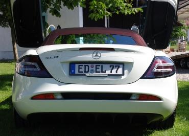Kennzeichenhalter Mercedes-Benz SLR in schwarz-glanz und Inlay