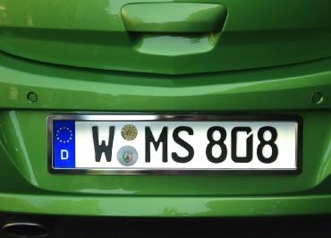 Opel Corsa mit Kennzeichenhalter Heck mit CarSign Edelstahl poliert