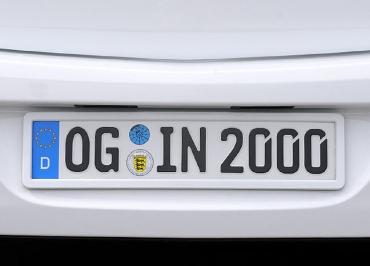Nummernschildverstärker Opel mit CarSign Edelstahl und Lackierung