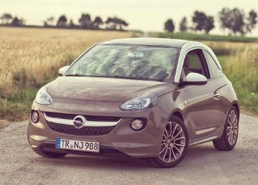 Kennzeichenhalter Opel Adam lackiert in Wagenfarbe - Kundenfoto