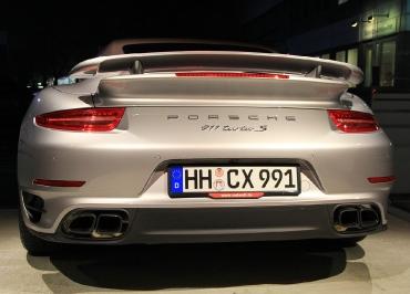 Porsche 911 Turbo S Cabrio Kennzeichenhalter schwarz-matt und Inlay