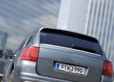 Porsche Cayenne Kennzeichenhalter Edelstahl poliert und Inlay Fuhrpark