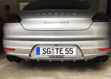 Porsche Panamera GTS mit CarSign in Wagenfarbe lackiert und Inlay