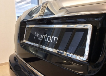 Rolls-Royce München mit Kennzeichenhalter Chrom und Lasergravur