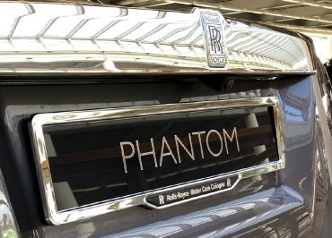 Rolls-Royce Phantom mit CarSign Chrom und 3D-Inlay