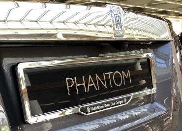 Rolls-Royce Phantom mit CarSign Chrom und 3D-Inlay